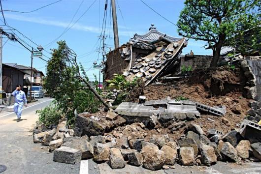 Japonia - Ilość ofiar śmiertelnych trzęsień ziemi wzrosła do 41, wiele osób jest uwięzionych pod gruzami -9