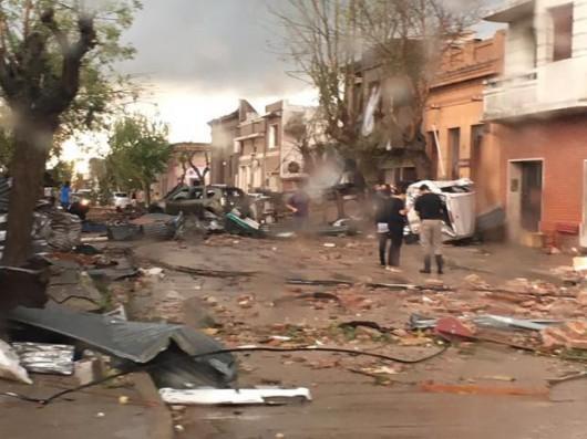Urugwaj – Ogromne tornado mocno zniszczyło miasto Dolores, nigdy wcześniej w tym kraju nie występowały tornada [Video]