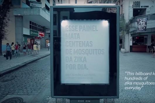 Rio de Janerio, Brazylia - Postawiono dwie tablice, które emitując zapach zrobiony na bazie kwasu mlekowego
