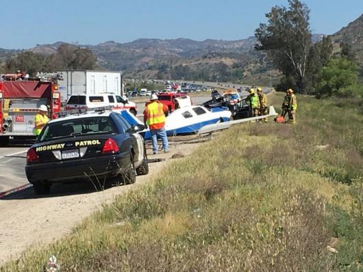 USA - Mały samolot uderzył w samochód na autostradzie w Kalifornii -2
