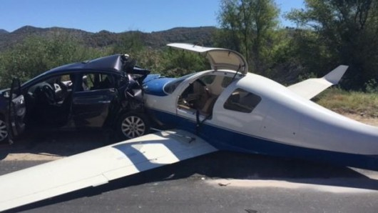 USA - Mały samolot uderzył w samochód na autostradzie w Kalifornii -3