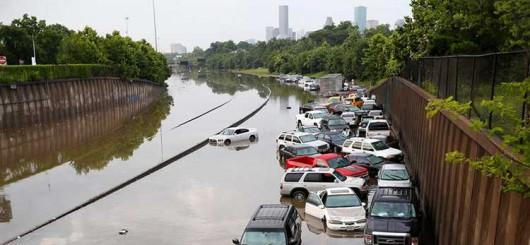 USA - Obfite opady deszczu i błyskawiczna powódź w Teksasie -1
