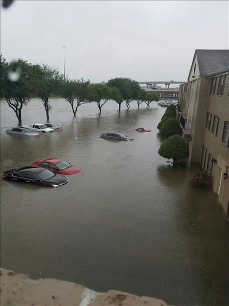 USA - Obfite opady deszczu i błyskawiczna powódź w Teksasie -11