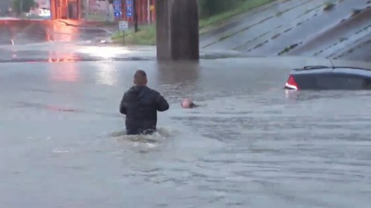 USA - Obfite opady deszczu i błyskawiczna powódź w Teksasie -12