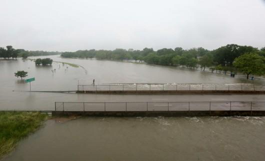 USA - Obfite opady deszczu i błyskawiczna powódź w Teksasie -13