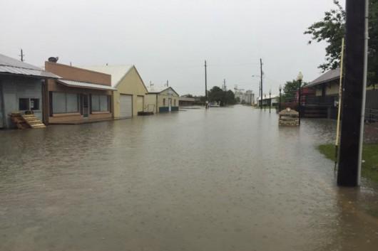USA - Obfite opady deszczu i błyskawiczna powódź w Teksasie -15