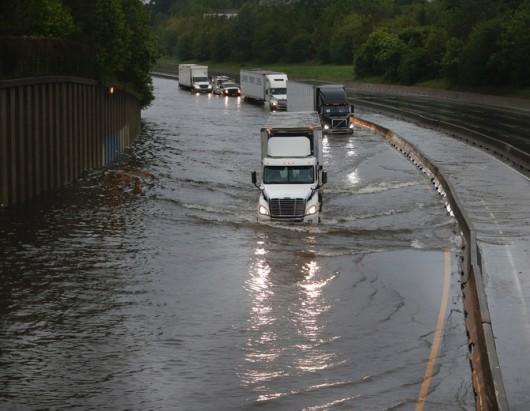 USA - Obfite opady deszczu i błyskawiczna powódź w Teksasie -2