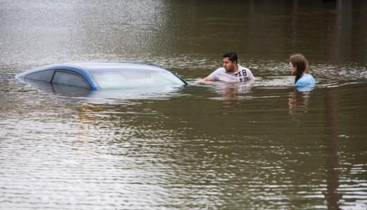 USA - Obfite opady deszczu i błyskawiczna powódź w Teksasie -6