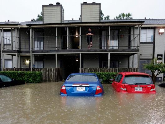 USA - Obfite opady deszczu i błyskawiczna powódź w Teksasie -7