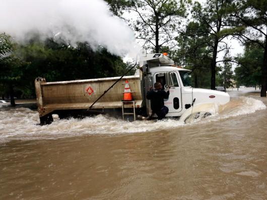 USA - Obfite opady deszczu i błyskawiczna powódź w Teksasie -8