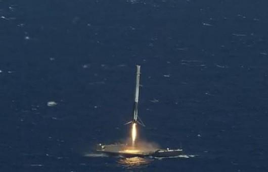 Udane lądowanie rakiety Falcon 9