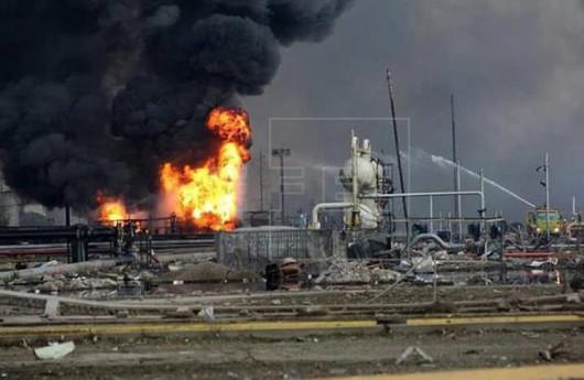 Veracruz, Meksyk - Potężna eksplozja i pożar w zakładach petrochemicznych koncernu naftowego Pemex -1