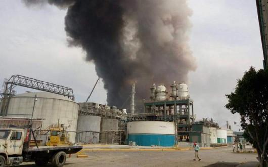 Veracruz, Meksyk - Potężna eksplozja i pożar w zakładach petrochemicznych koncernu naftowego Pemex -2