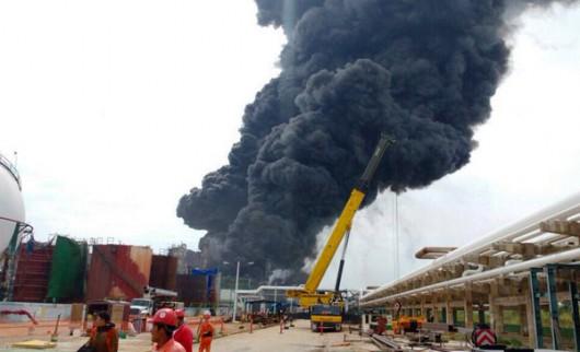 Veracruz, Meksyk - Potężna eksplozja i pożar w zakładach petrochemicznych koncernu naftowego Pemex -3