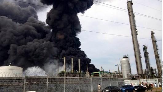 Veracruz, Meksyk - Potężna eksplozja i pożar w zakładach petrochemicznych koncernu naftowego Pemex -4