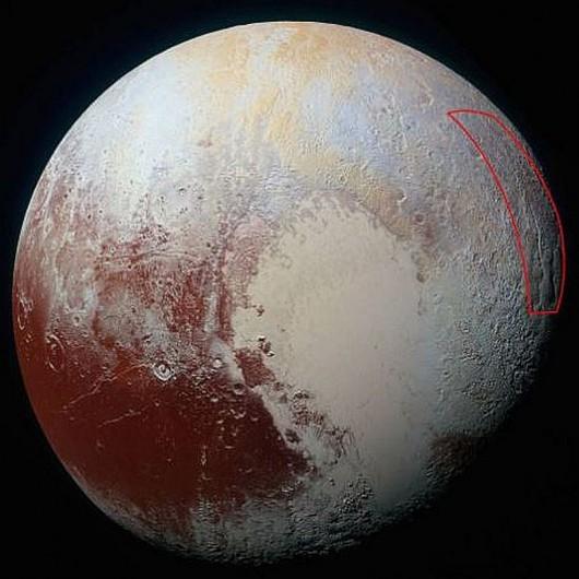 """""""Pajączek"""" widoczny jest na wschodnim skraju półkuli Plutona /NASA/JHUAPL"""