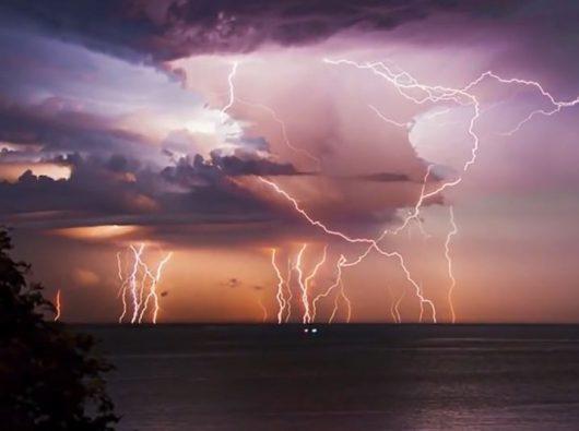 Burza nad jeziorem Maracaibo