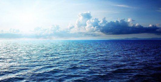 Chmury nad oceanem