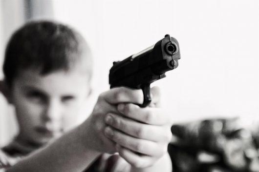 Dzieci i pistolet