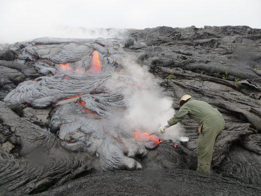 Hawaje, USA - Z wulkanu Kilauea popłynęły dwa nowe strumienie lawy -1