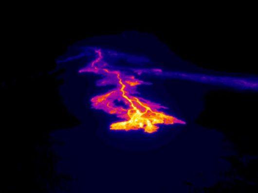 Hawaje, USA - Z wulkanu Kilauea popłynęły dwa nowe strumienie lawy -2