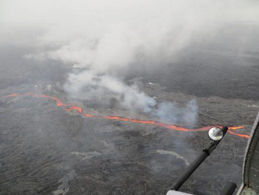 Hawaje, USA - Z wulkanu Kilauea popłynęły dwa nowe strumienie lawy -3