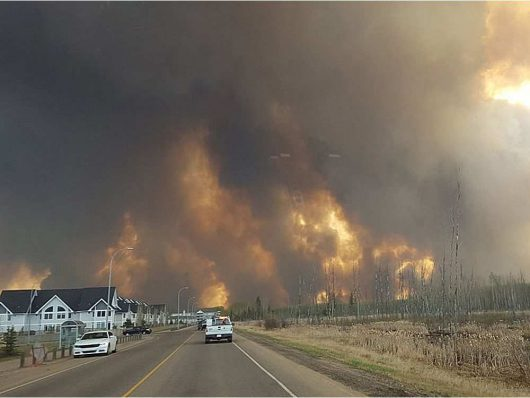 Kanada - Z powodu potężnego pożaru zarządzono największą ewakuację w historii stanu Alberta -2