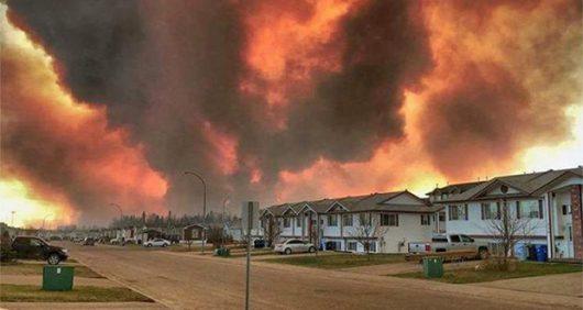 Kanada - Z powodu potężnego pożaru zarządzono największą ewakuację w historii stanu Alberta -5