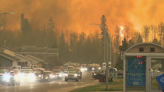 Kanada - Z powodu potężnego pożaru zarządzono największą ewakuację w historii stanu Alberta -7