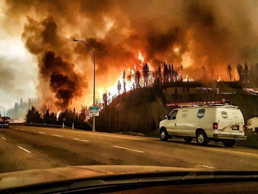 Kanada - Z powodu potężnego pożaru zarządzono największą ewakuację w historii stanu Alberta -8