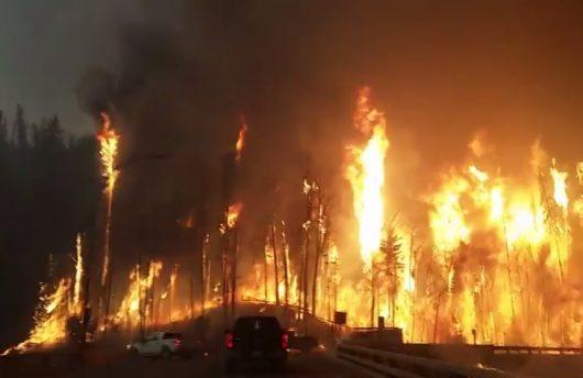 Kanada - Z powodu potężnego pożaru zarządzono największą ewakuację w historii stanu Alberta -9