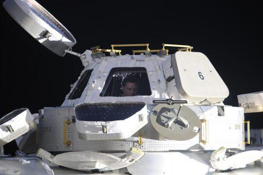 Kopuła obserwacyjna, sfotografowana z okna modułu rosyjskiego ISS NASA materiały prasowe