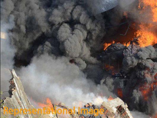 Maharasztra, Indie - Co najmniej 20 osób zginęło w wybuchu i pożarze w składzie amunicji