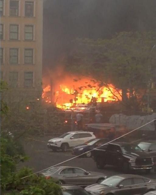 Nowy Jork, USA - Wybuchła cysterna znajdująca się na torach w nadziemnej części metra -4