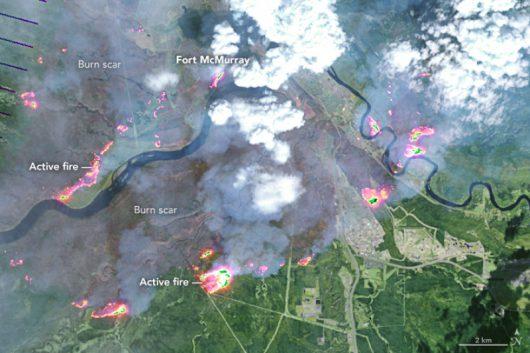 Pożar w Kanadzie okiem satelity (zdjęcie z 4 maja 2016)