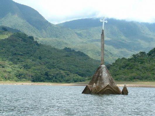 Potosi, Wenezuela - Miasteczko w 1984 roku zostało zalane, teraz wyschła woda -1