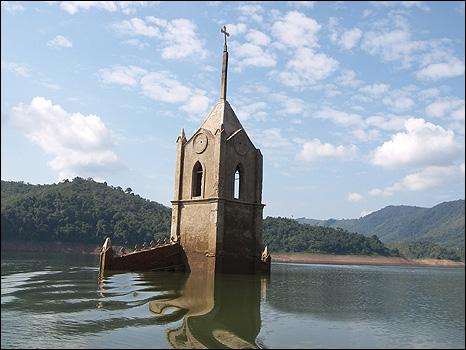 Potosi, Wenezuela - Miasteczko w 1984 roku zostało zalane, teraz wyschła woda -3