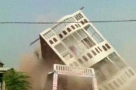 Sheohar, Indie - Zawalił się remontowany budynek trzypiętrowy