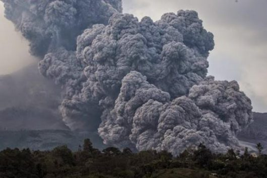 Sumatra, Indonezja - Erupcja wulkanu Sinabung -1