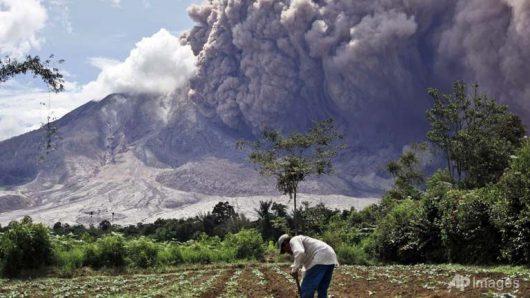 Sumatra, Indonezja - Erupcja wulkanu Sinabung -2