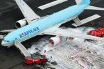 Tokio, Japonia - Ewakuacja południowokoreańskiego samolotu z 319 osobami na pokładzie