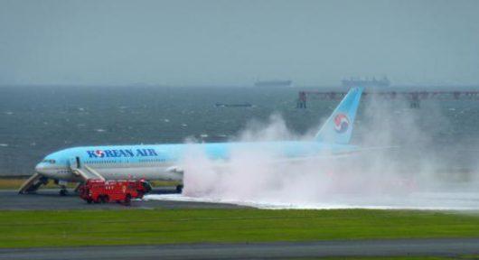 Tokio, Japonia - Ewakuacja południowokoreańskiego samolotu z 319 osobami na pokładzie -2