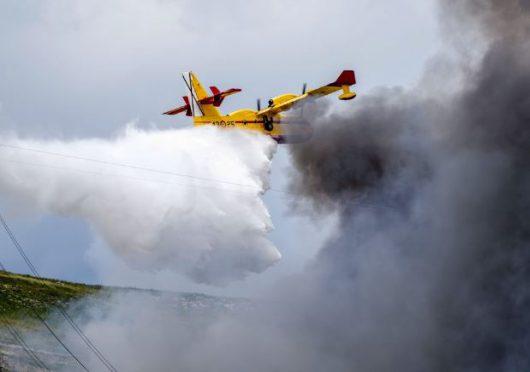 W Hiszpanii płonie nielegalne składowisko opon 2