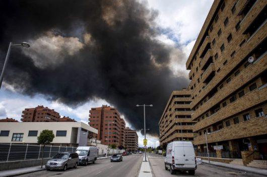W Hiszpanii płonie nielegalne składowisko opon 6