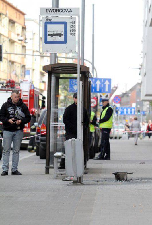 Wrocław, Polska - W centrum miasta wybuchł prymitywny ładunek zrobiony z garnka wypełnionego saletrą i gwoździami -2