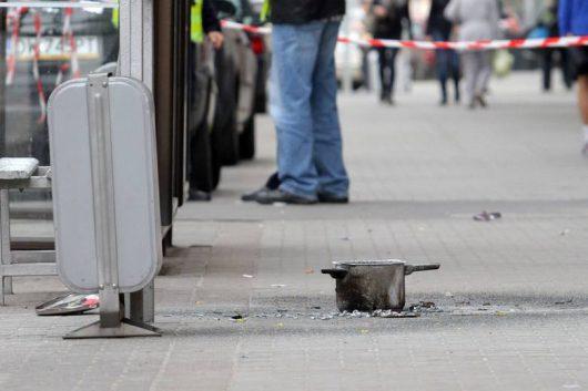 Wrocław, Polska - W centrum miasta wybuchł prymitywny ładunek zrobiony z garnka wypełnionego saletrą i gwoździami