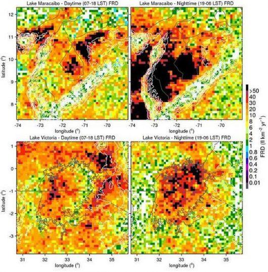 Zagęszczenie wyładowań atmosferycznych nad jeziorem Maracaibo (na górze) i nad Jeziorem Wiktorii (na dole)