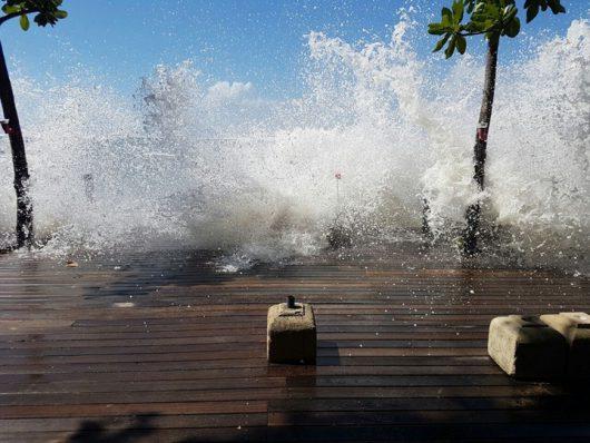 Bali, Indonezja - Z powodu wyjątkowo silnych pływów oceanicznych zginęło dwoje turystów -3