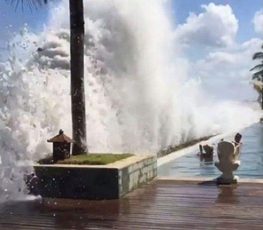 Bali, Indonezja - Z powodu wyjątkowo silnych pływów oceanicznych zginęło dwoje turystów