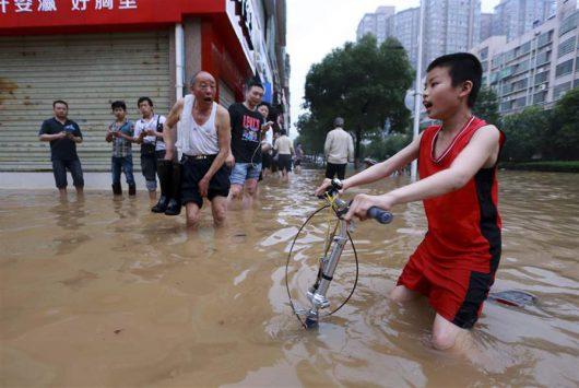 Chiny - Silne opady na południu kraju, co najmniej 25 osób nie żyje -4
